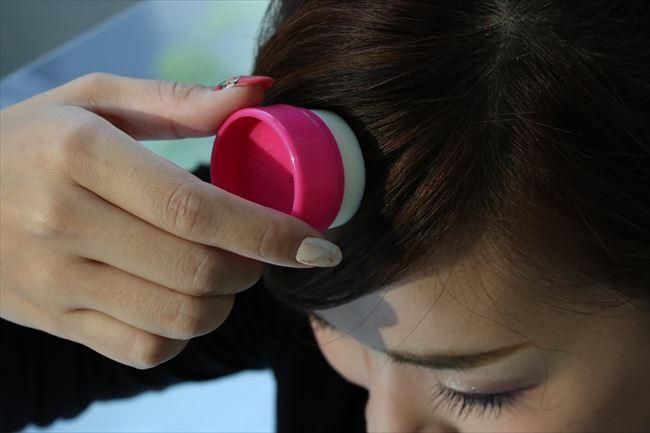 まとめ髪のおくれ毛をを思い通りにピタッとキープ!簡単スティック状ワックス